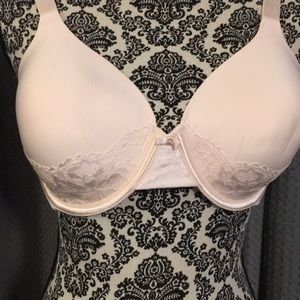 Vanity Fair light pink and lace underwire bra NWOT